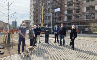 Begehung des neu entstandenen Platzes an der Kapellenstraße