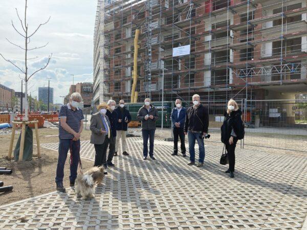 Durch die Aufstellung der Einmündung der Kapellenstraße in die Ludwig-Erhard-Allee/Kriegsstraße in Karlsruhe hat sich nun ein neuer Platz herausgebildet, der viel Entwicklungspotential hinsichtlich der zukünftigen Gestaltung bietet.